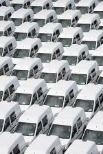 Honderden witte busjes verzamelen zich om ganse steden te veroveren. Verschillende steden zijn nu al geheel in handen van de wittebusjesbendes.