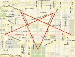 Het stratenplan van Washington DC en waar de denkbeeldige omgekeerde Pentagram zou moeten zijn.